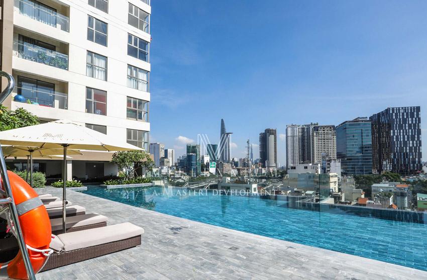 Hồ bơi nhìn trung tâm thành phố từ dự án Millennium quận 4.