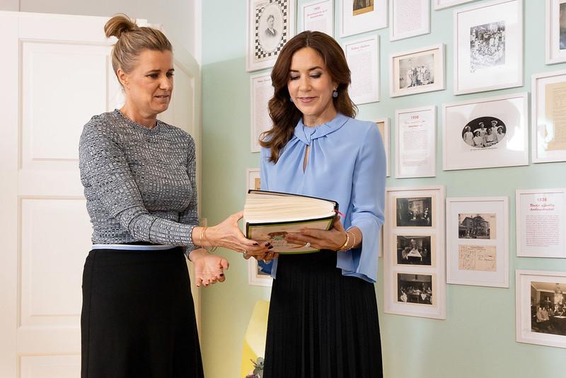 Kroonprinses Mary van Denemarken bezoekt vrouwenopvang
