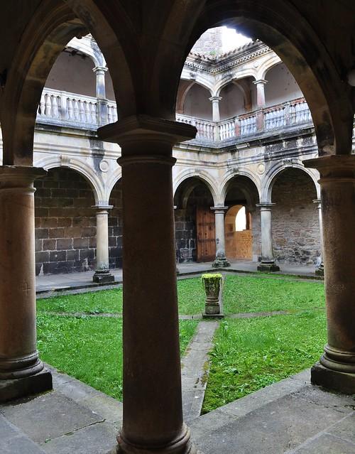 Cloître du monastère Santa María de Zenarruza (XIVe_XVe), Ziortza-Bolibar, comarque de Lea-Artibai, Biscaye, Pays basque, Espagne.