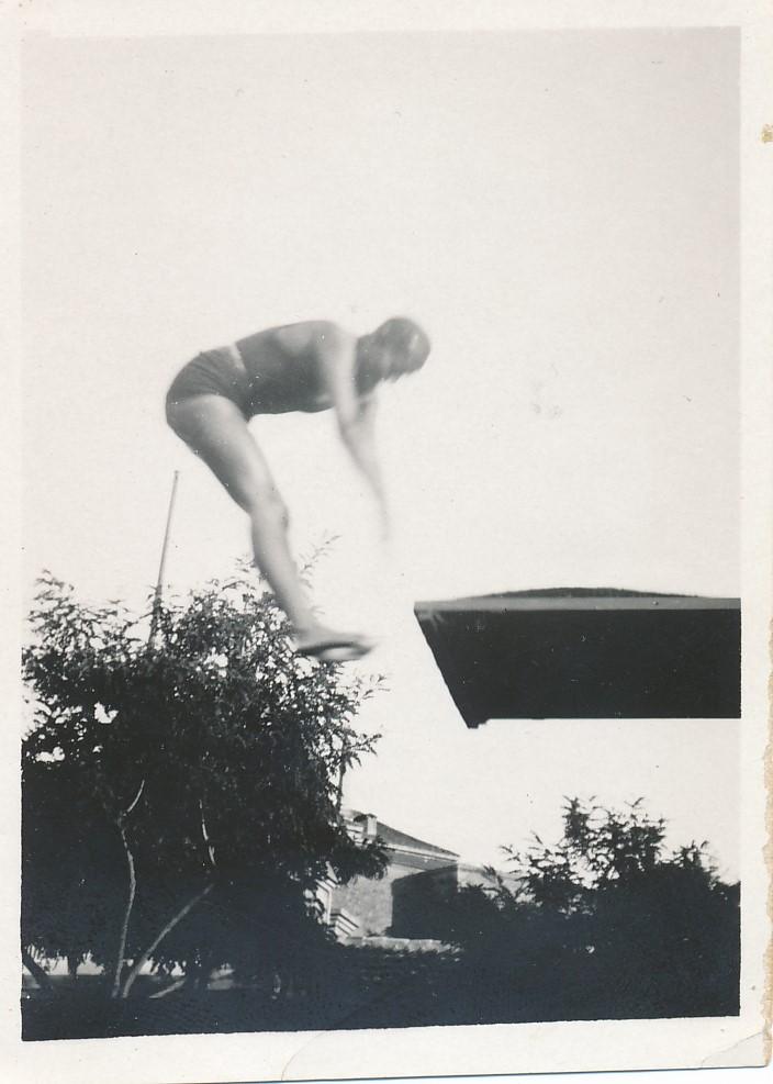 Fotografía de Eduardo Butragueño Bueno, trampolín en la piscina de la escuela de Gimnasia