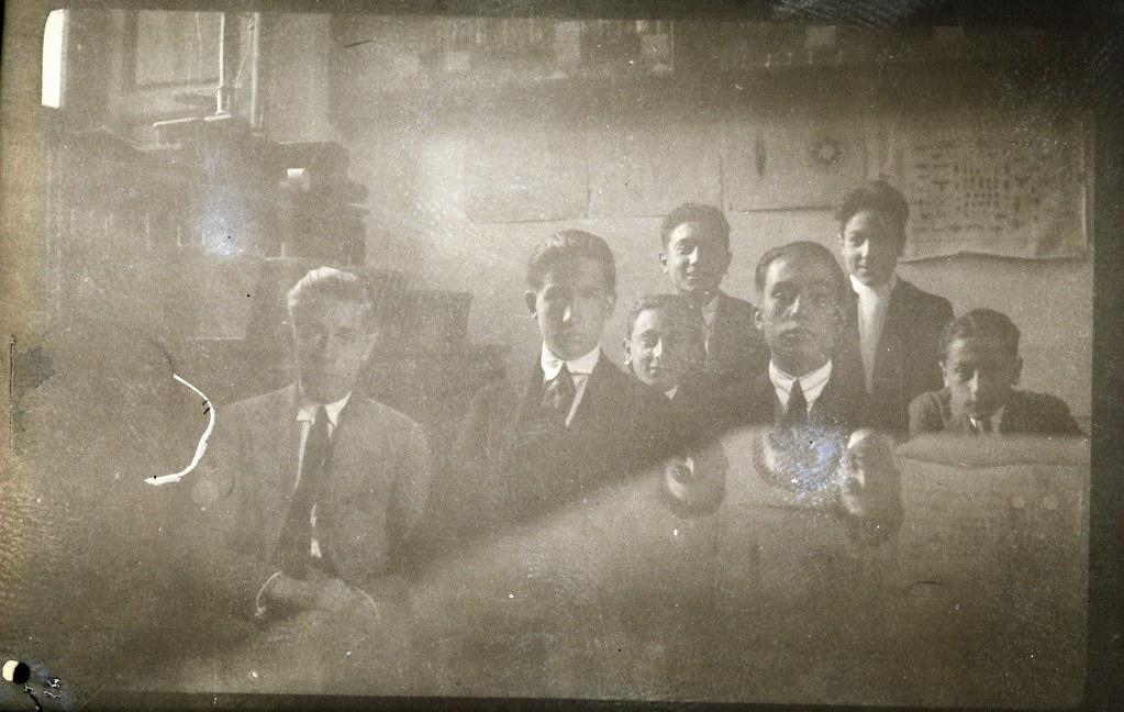 Fotografía de Eduardo Butragueño Bueno, jóvenes en una clase del instituto, años 20