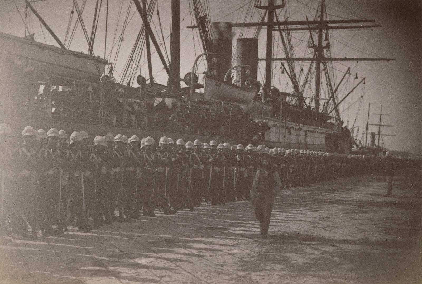 07. Шотландская гвардия высадилась в Александрии. Война началась с бомбардировки Александрии