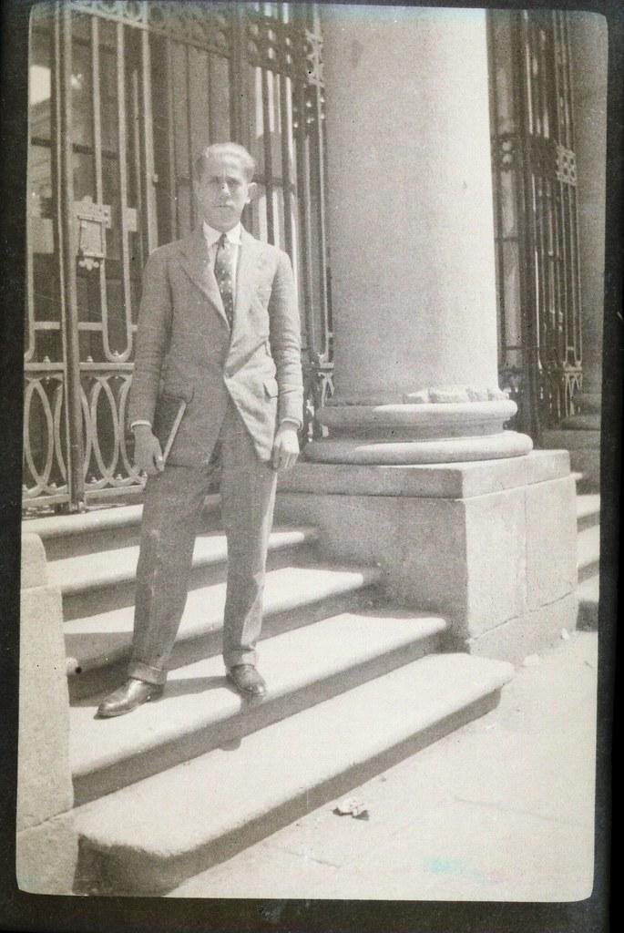 Fotografía de Eduardo Butragueño Bueno, joven en el Instituto, años 20