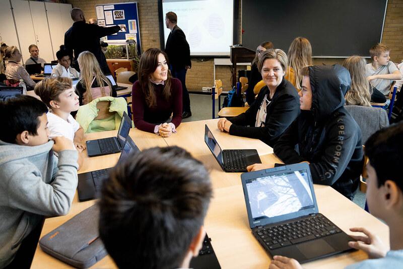 Kroonprinses Mary van Denemarken bezoekt de school 'Frydenhøjskolen'