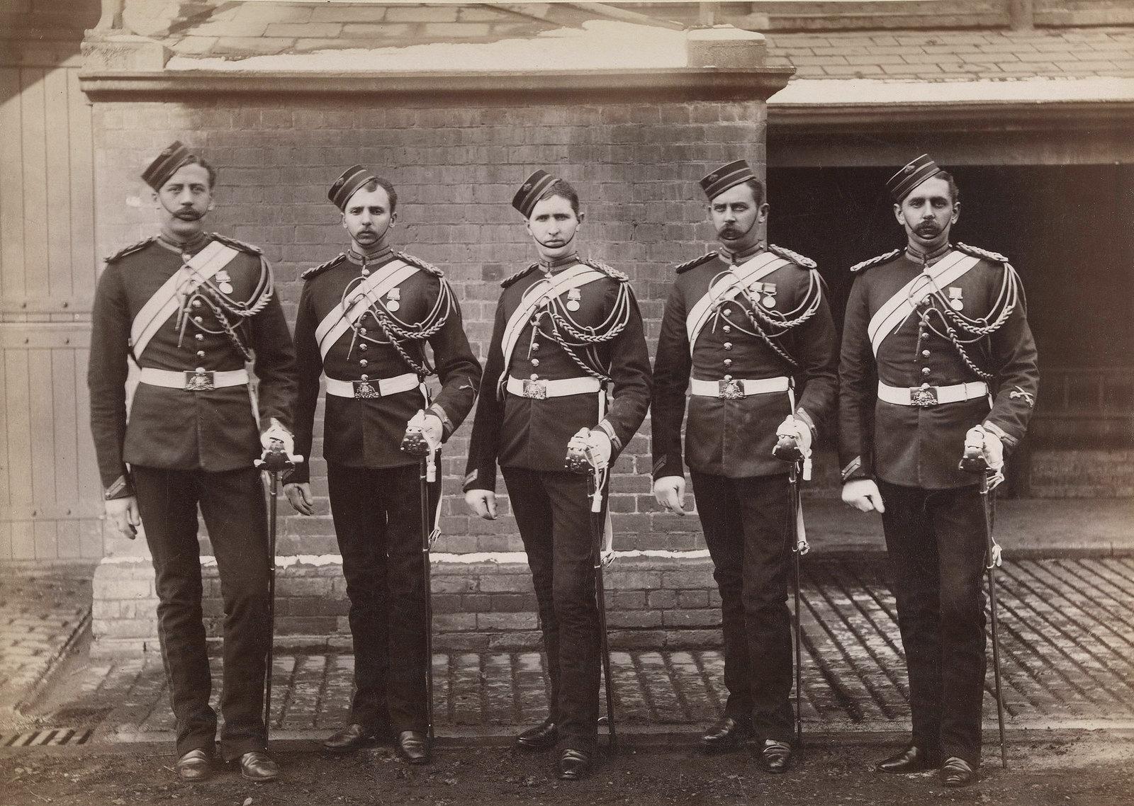 27. Фотография пяти унтер-офицеров из лейб-гвардии, участвовавших в англо-египетской войне