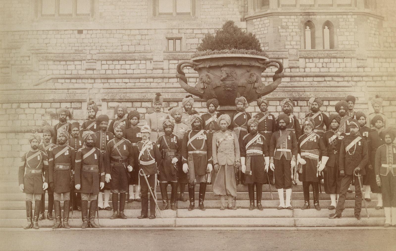 21. Офицеры и унтер-офицеры из индийского контингента, служившие в англо-египетской войне 24 ноября 1883