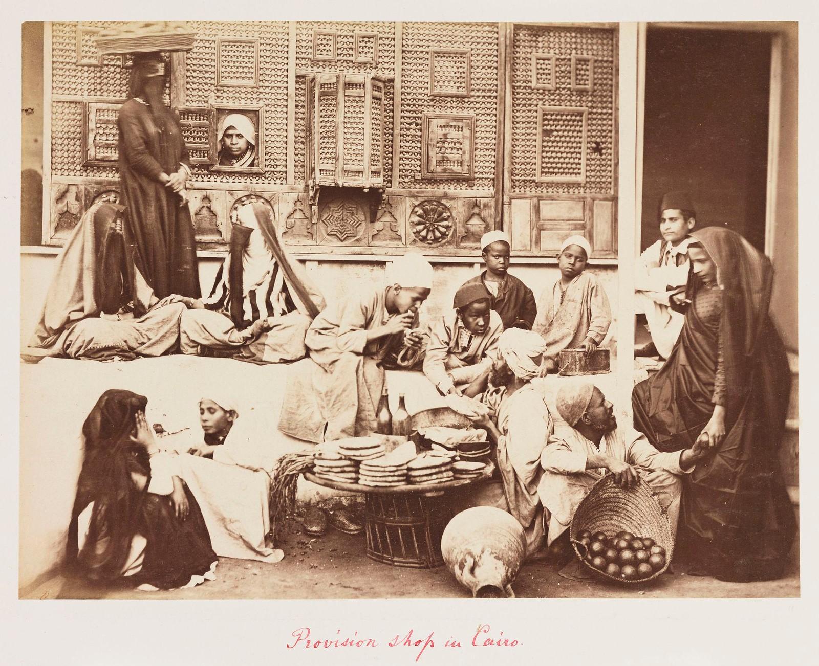 18. Люди около продовольственной лавки в Каире, в декабре 1882 г
