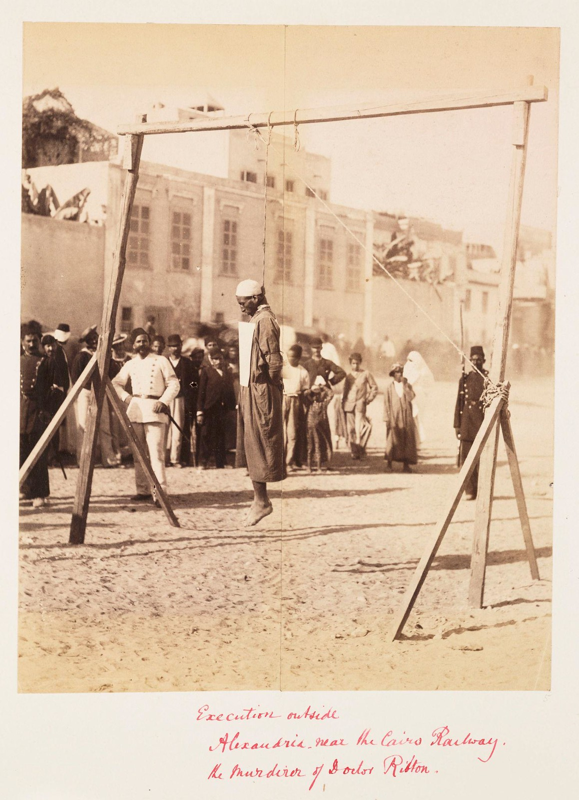 03. Публичная казнь возле железнодорожного вокзала в Александрии