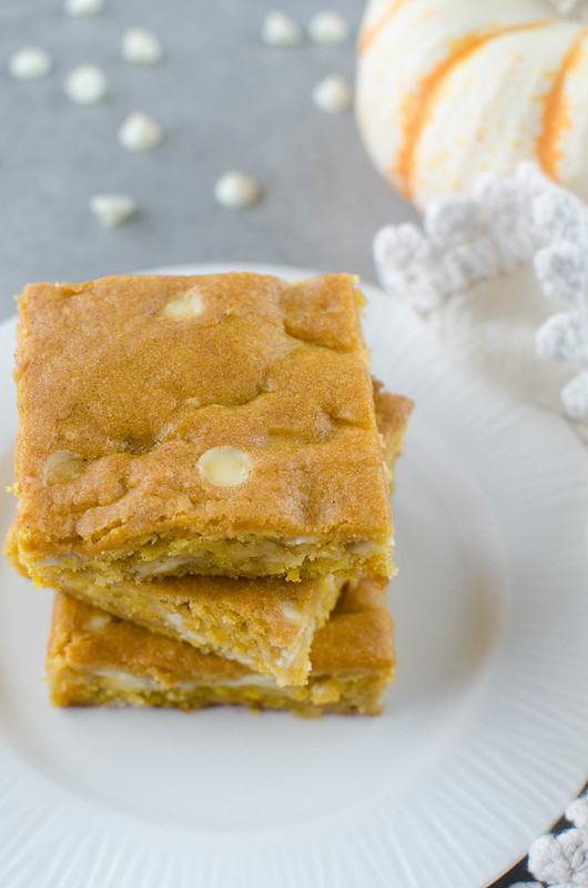Pumpkin White Chocolate Blondies - chewy pumpkin blondies with white chocolate chips. The perfect fall treat!