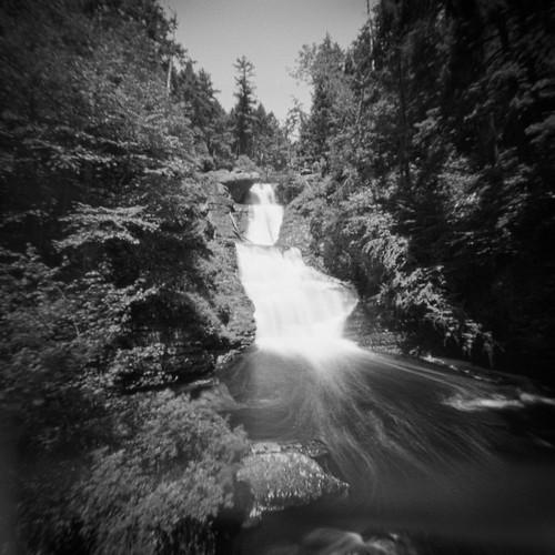mediumformat pinbox landscape pinhole water iso400 bw tmax film waterfall dingmansferry pennsylvania unitedstatesofamerica cardboardcamera longexposure