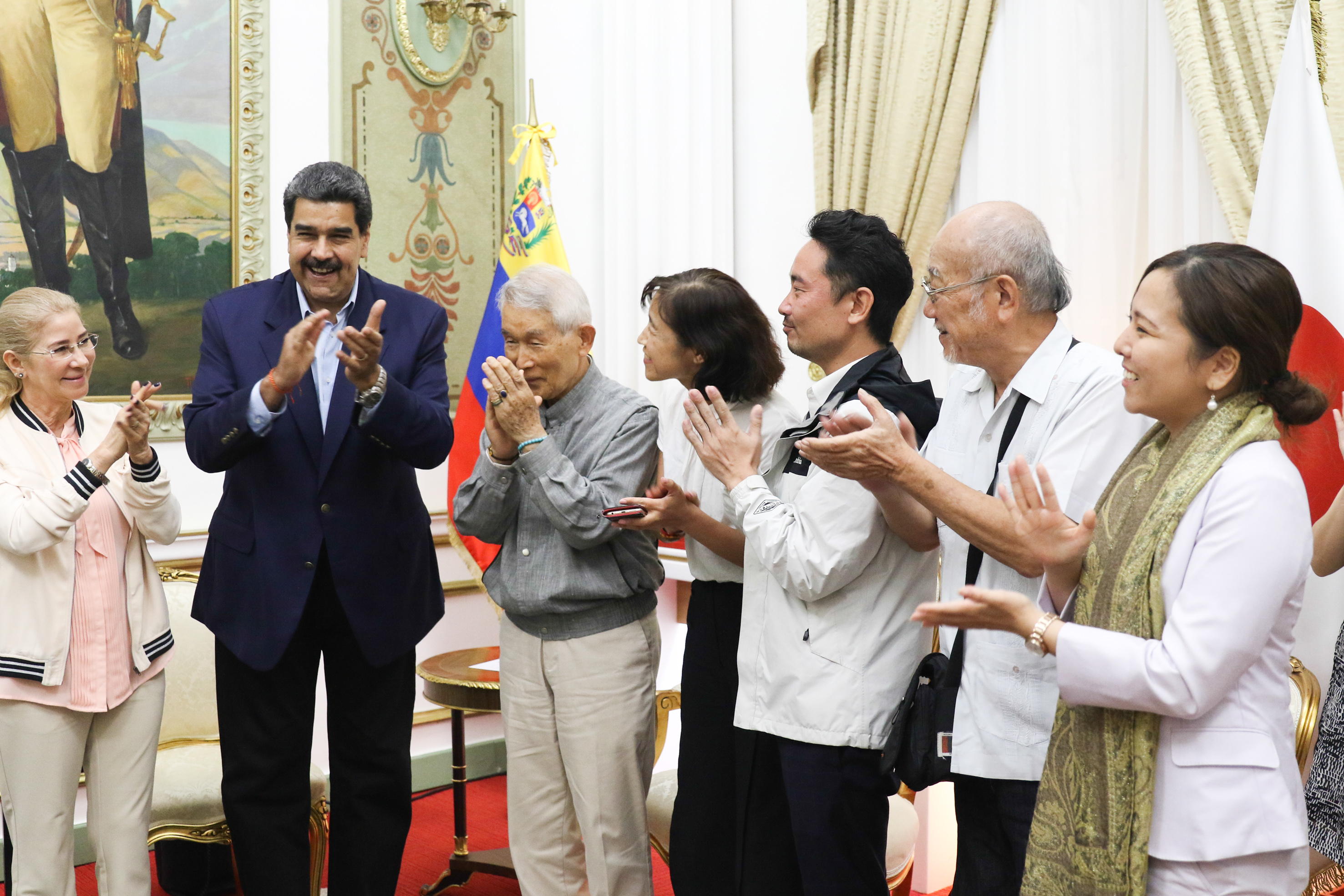 Presidente Nicolás Maduro se reúne con activistas del Barco de la Paz