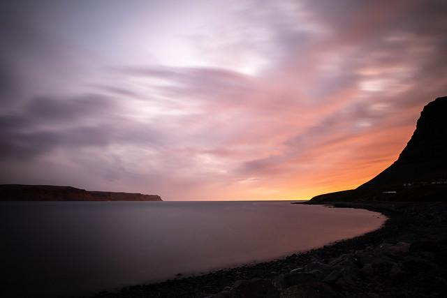 Midnight sun, Patreksfjör∂ur, Islande
