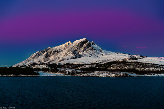Late sunset view of the beautiful De syv søstre (The Seven Sisters) mountain range on Alsten island, Norway-22a