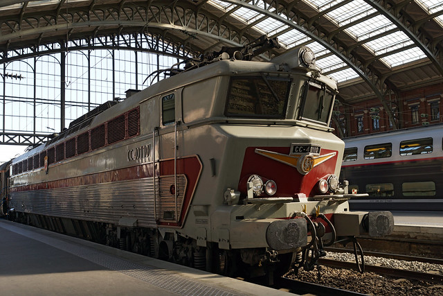 CC 40100 « 40110 »  at Lille Flandres station / CC 40110 en gare de Lille Flandres.