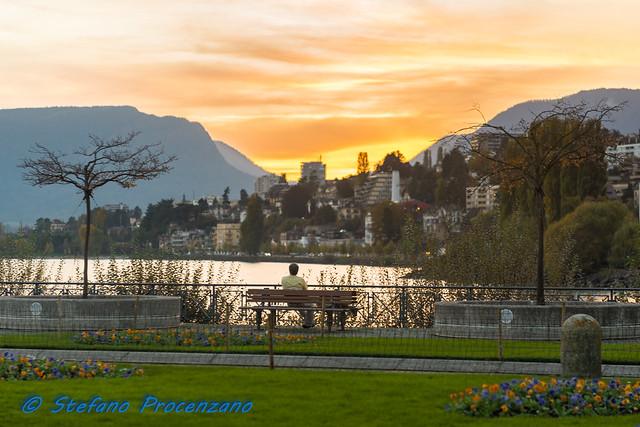 Rimirare il panorama al tramonto, a Neuchâtel