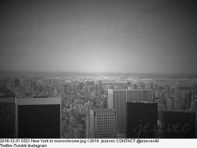 2018-12-31 0321 New York in monochrome