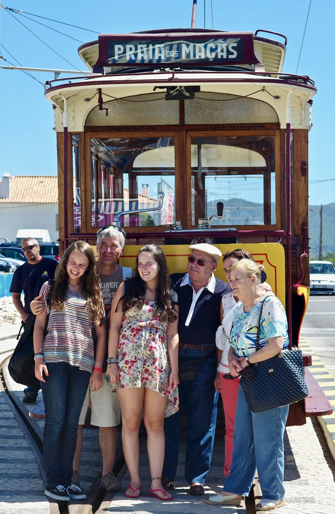 After a trip Sintra-Praia das Maçãs in an Electrical tram the family poses to the photographer