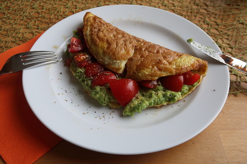 Mein Koriander-Omelett mit Tomaten-Avocado-Füllung