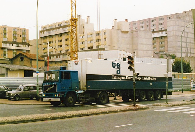 Volvo F10 N° 163 Bezon (95 Val d'Oise) 1987a