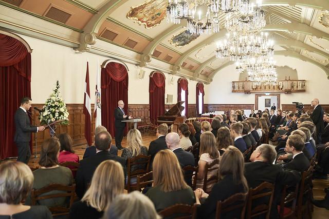 Valsts prezidents Egils Levits Rīgas pilī sveic starptautisko mācību priekšmetu olimpiāžu dalībniekus