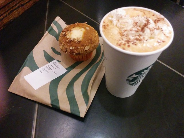 Basic #toronto #starbucks #coffee #pumpkin #pumpkinspicelatte #pumpkincreamcheese #muffin #latte #fall #autumn