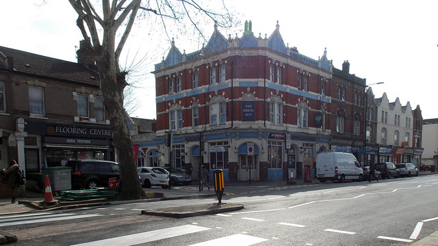 THE RISING SUN PUBLIC HOUSE IN AN EAST LONDON BOROUGH SUBURB STREET ENGLAND DSCN0087
