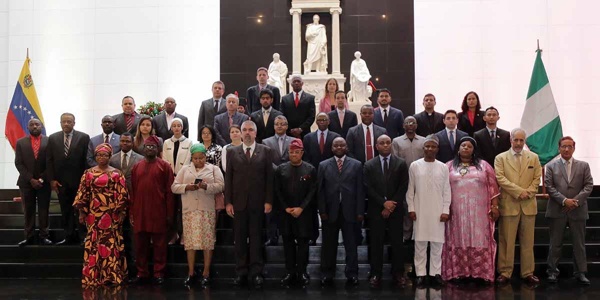 Ofrenda al Libertador por parte de la embajada de la República Federal de Nigeria con motivo del 59 aniversario de la independencia