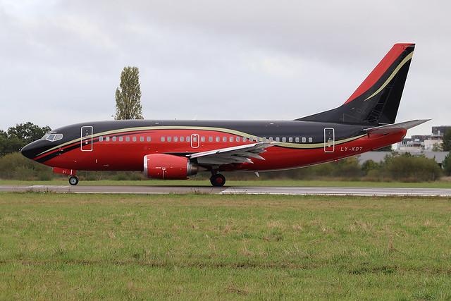 Boeing 737-522 KlasJet LY-KDT