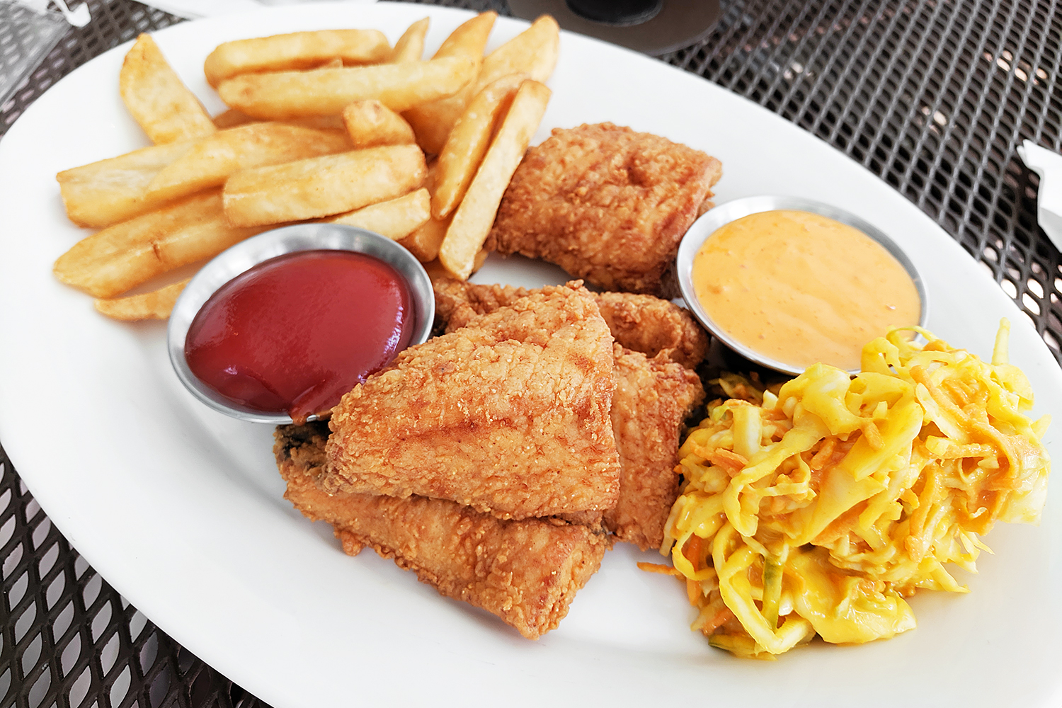 21mackinacisland-michigan-food-jamaican-batteredfish-slaw-travel