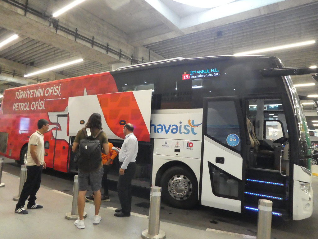 Havaist coach shuttle between Istanbul airport and city centre