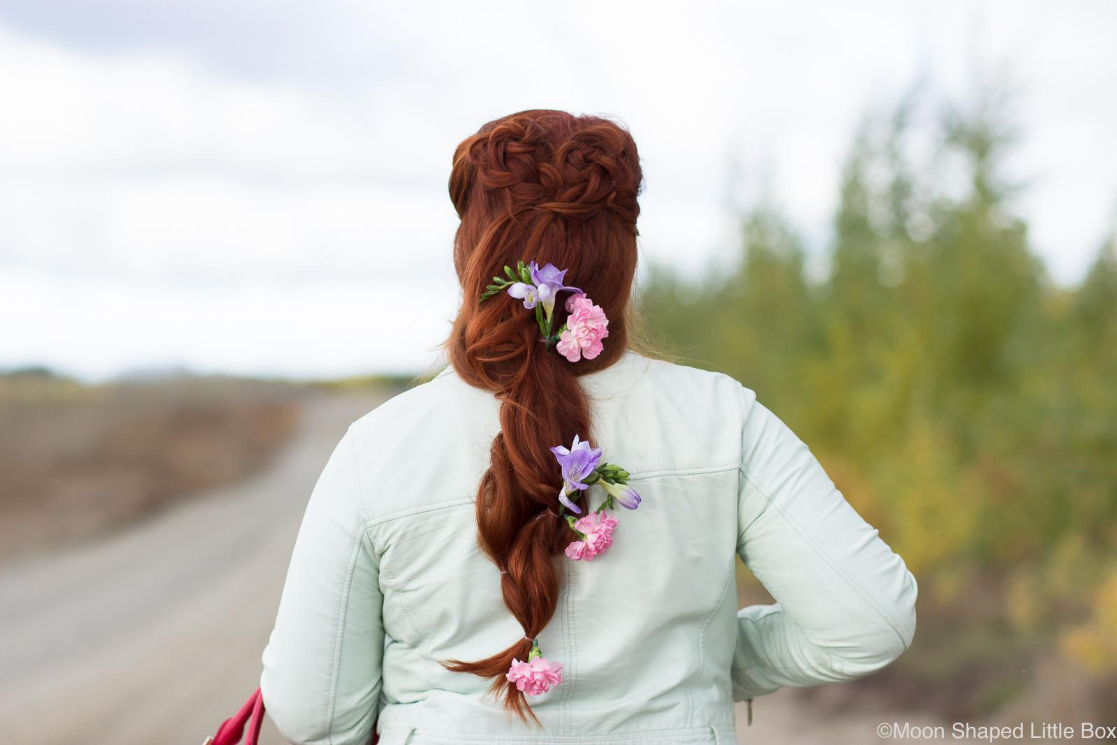 Kukkakampaus_pitkiin_hiuksiin