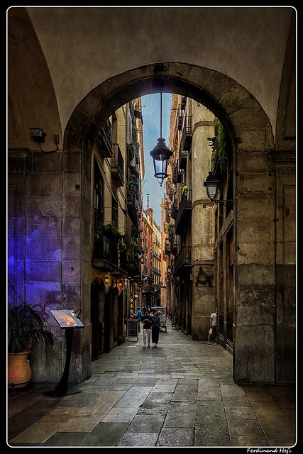 Barcelona_Barri Götic_Plaça Reial_Carrer Nou de Sant Francesc_Catalonia_ES