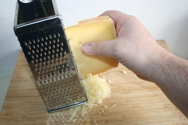 28 - Berkäse reiben / Grate cheese