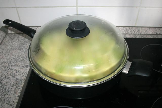 27 - Geschlossen schmoren lassen / Let simmer closed
