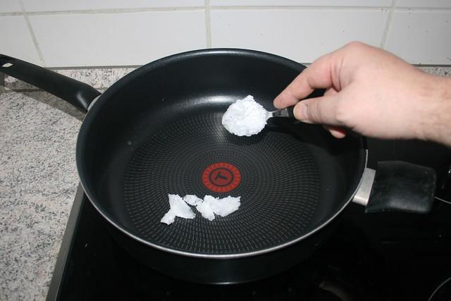 16 - Kokosöl in Pfanne erhitzen / Heat up coconut oil in pan