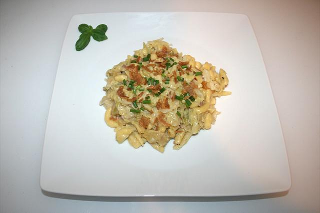 38 - Savoy cheese spaetzle - Served / Wirsing-Käsespätzle - Serviert