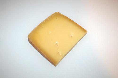 06 - Zutat Bergkäse / Ingredient mountain cheese