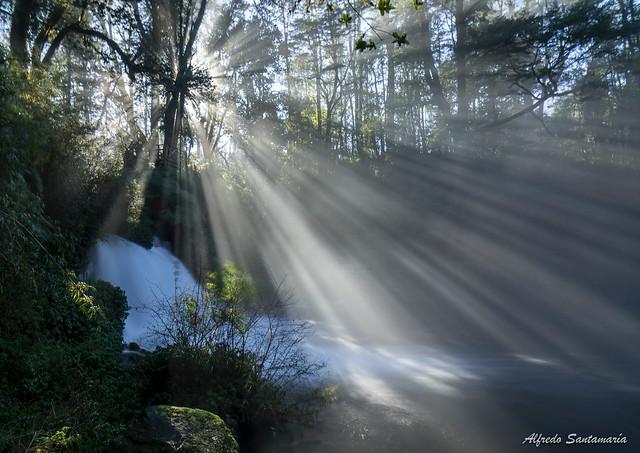 Cascada al amanecer