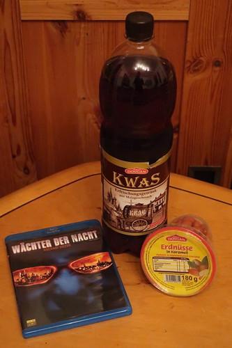 Russisches Erfrischungsgetränk Kwas und russische Nascherei
