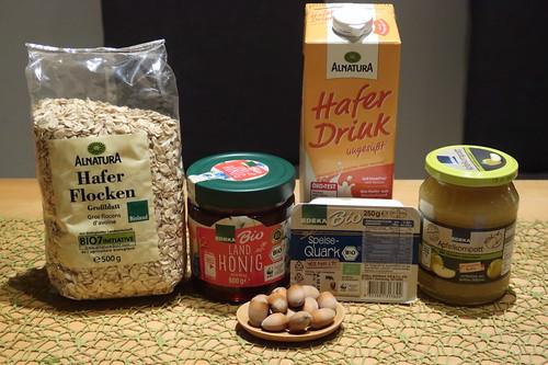 Zutaten für Overnight Oats mit Apfelkompott und Haselnüssen