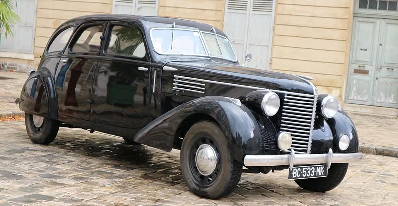 """Automobiles Berliet Dauphine """" La dernière berline de Marius Berliet """"  48852131611_850c2abc53_c"""