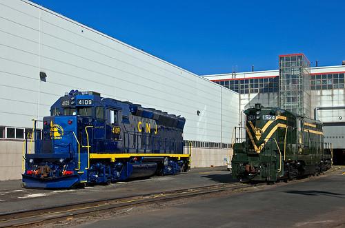cnj centralrailroadofnewjersey jerseycentral emd gp40p gp40ph2 gp7 cnj1524 njtr4109 mmc kearnynj train railfan railroad