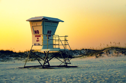 destin florida beach lifeguardstand dunes sanddunes gulfofmexico sea oats seaoats sunrise sand nolifeguardonduty morning solitude