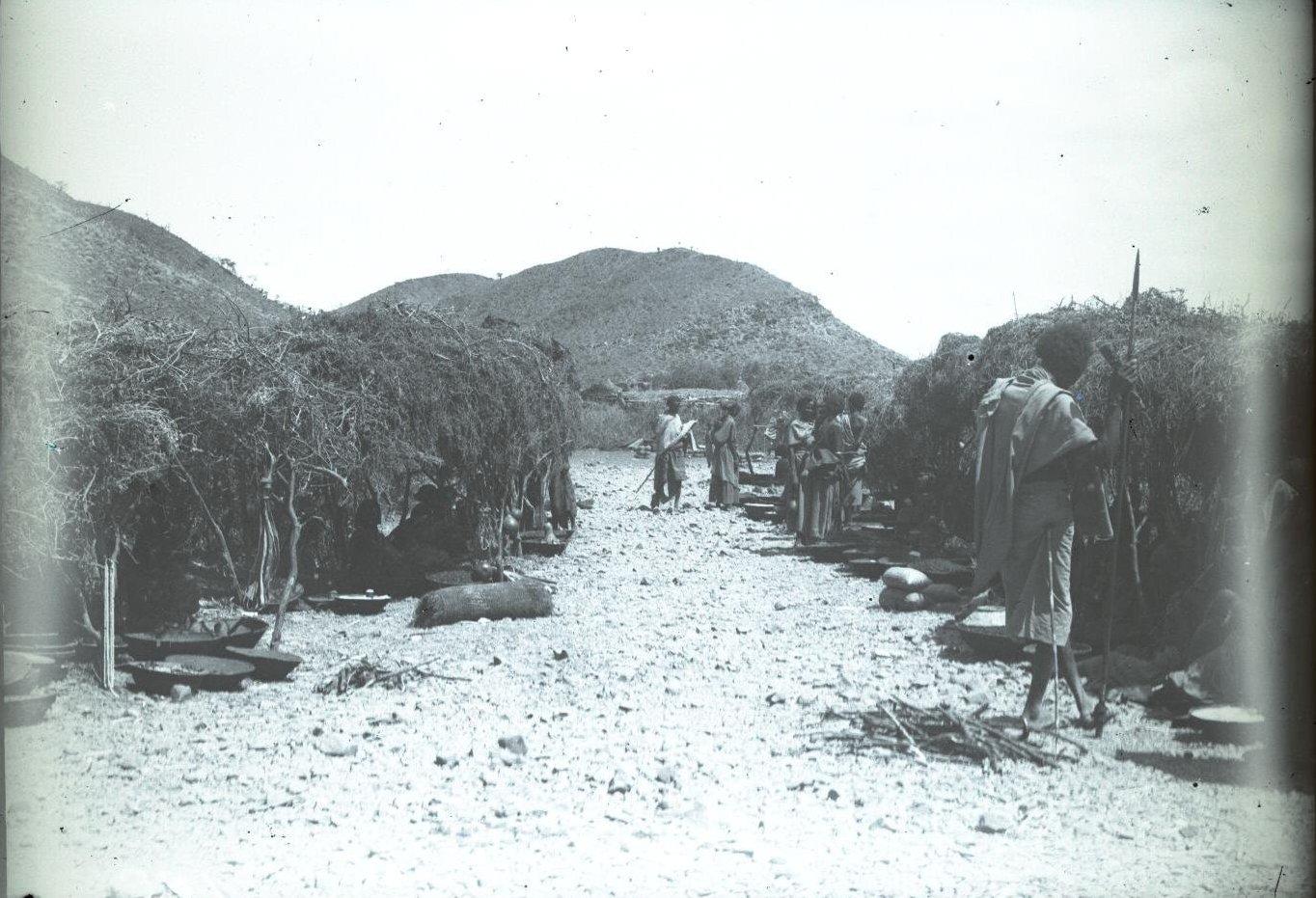 185. 1899. Абиссиния. Гильдесса. Уголок на базаре