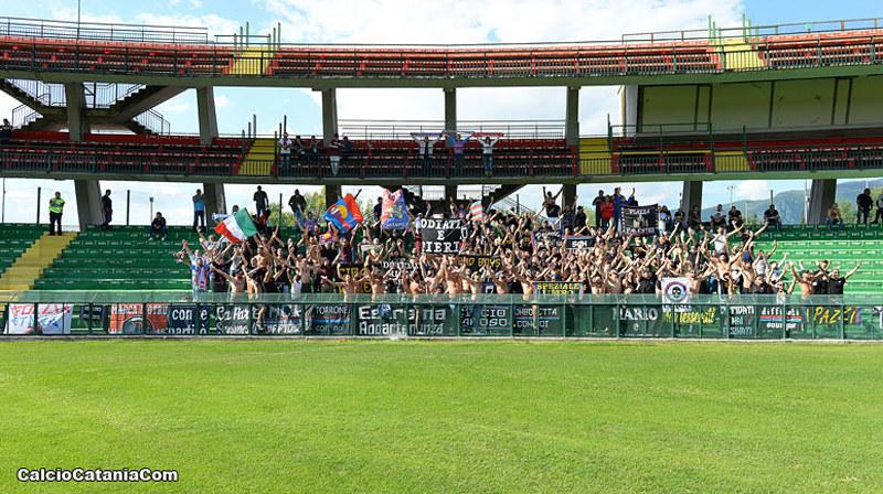 Tifosi catanesi a Terni: un'immagine che purtroppo non rivedremo domenica 5 Luglio