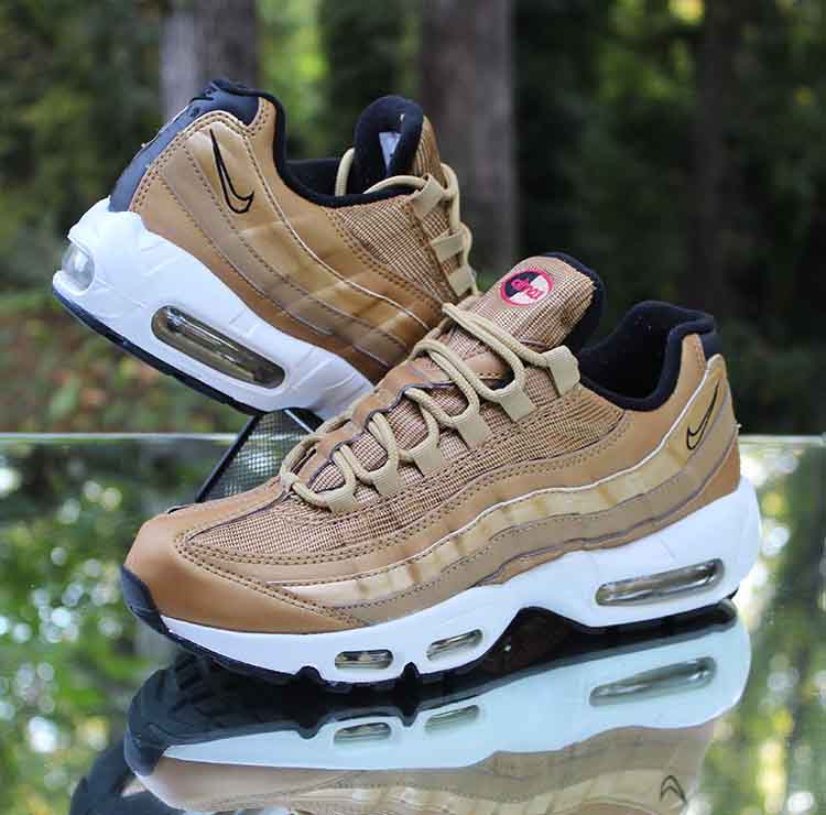 Women's Nike Air Max 95 QS Metallic Gold Size 8 White Black