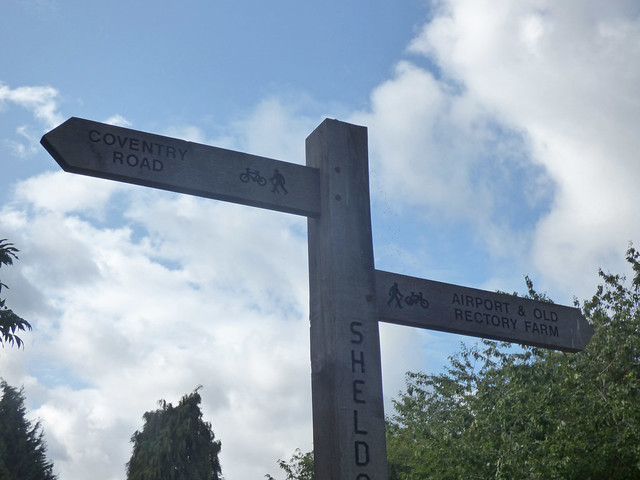 Sheldon Country Park along the Hatchford Brook - fingerpost