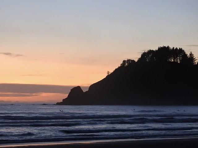 #portland #oregon #surf #surfing #surfer #oregoncoast #ocean #sea #sunset #sunsets #pacificnoethwest #pacificnw #westcoast #seascape #oceanscape #beach #beaches
