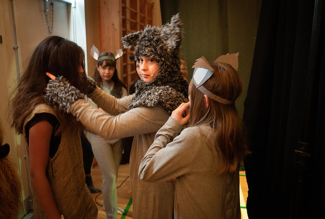 Mowgli on stage/backstage (5): I'll fix your hair