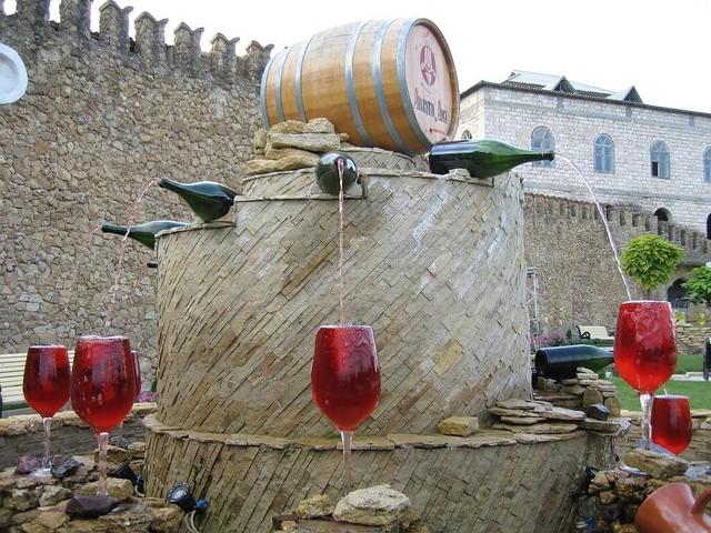 Uma fonte gratuita de vinho é inaugurada na Itália